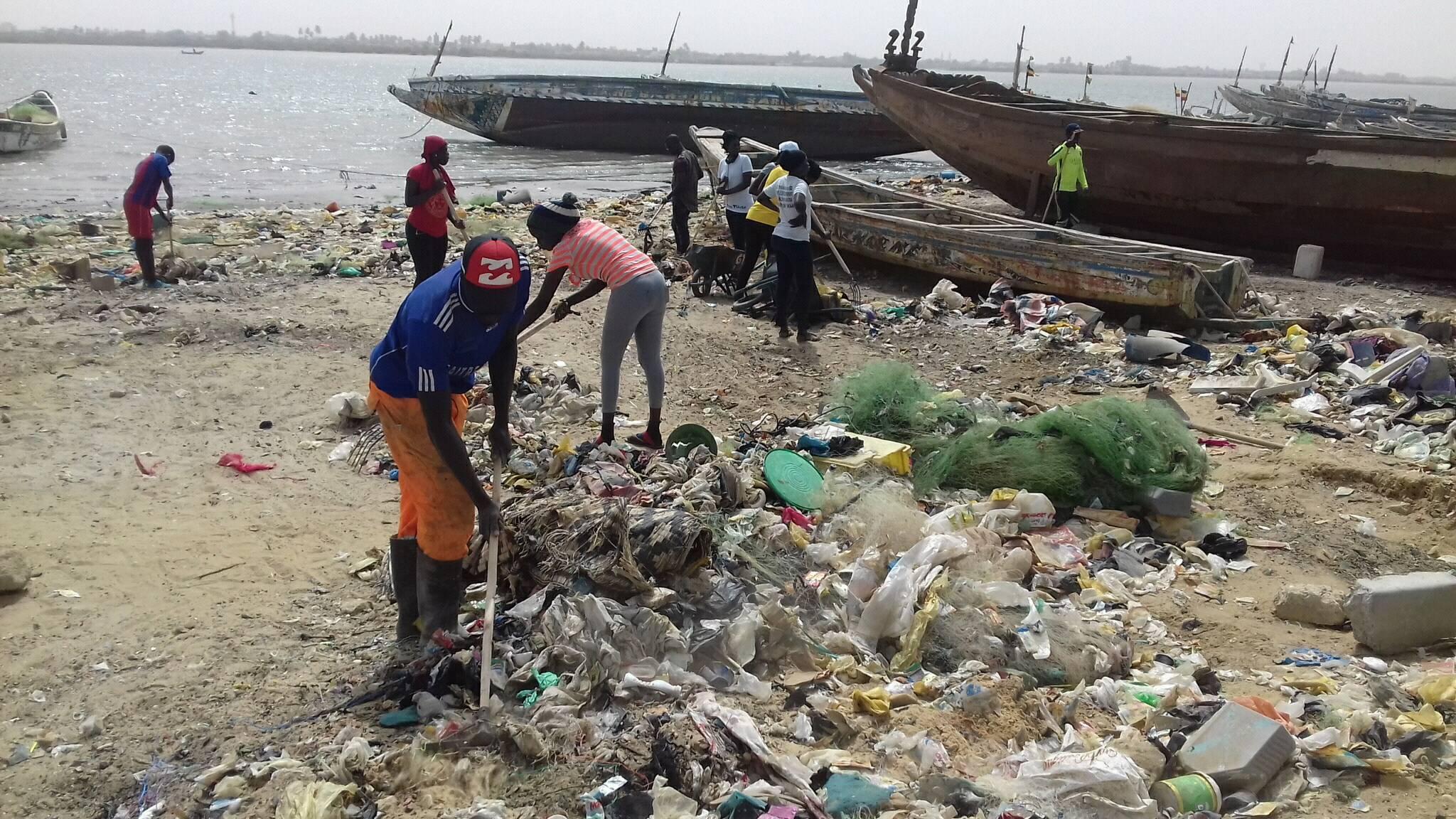 HYDROBASE : l'A.A.S.D nettoie les berges du fleuve ( photos )