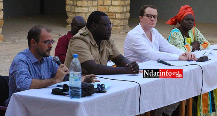 L'adjointe au maire Aida Mbaye DIENG, Le directeur régional de Cosmos Guillaume DEFAUX, l'adjoint au Préfet M. THIAM et le coordonnateur du Partenariat Nicolas DUPUY