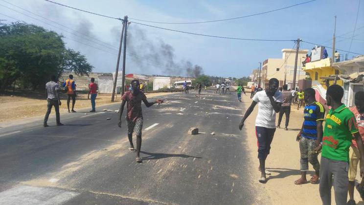 URGENT - Des populations  manifestent contre le projet de  déguerpissement à BANGO