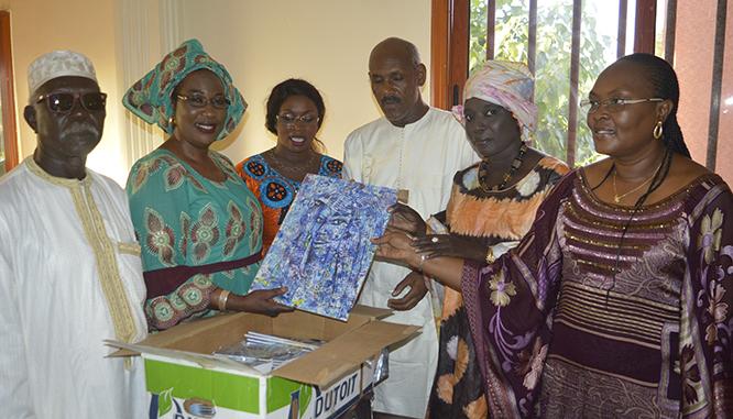 DON – 1 240 ouvrages offerts aux cinq universités publiques du Sénégal : L'acte hautement social et civique de Fatou Niang Siga