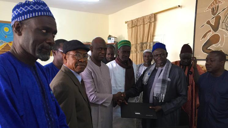 Éducation: Mansour Faye offre 5 ordinateurs à l'école Cheikh TOURE.