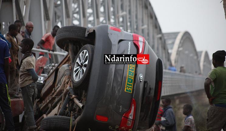 INSOLITE : Un 4X4 tombe à l'entrée du Pont Fadherbe ( photos – vidéo)