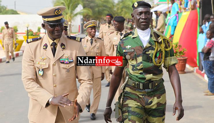 Le colonel Mbaye CISSE et le Lieutnant Colonel David DIAWARA ( en treillis)