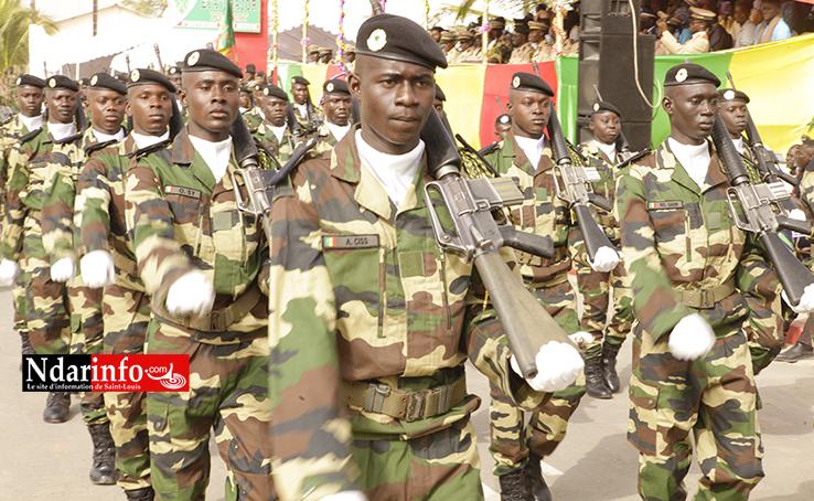 Contingent 2016/3 : le drapeau présenté à 974 nouveaux soldats, dont 45 filles (vidéo)