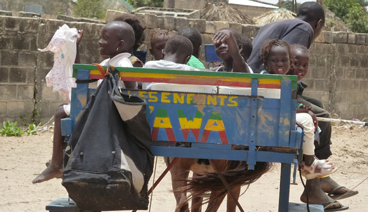 NDIOUM : les enfants de l'école maternelle à bord de charrettes pour aller à l'école