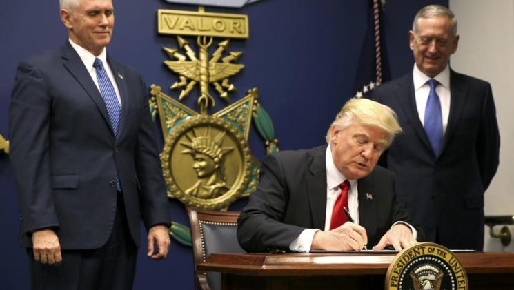 Trump interdit l'entrée aux Etats-Unis aux ressortissants de 7 pays musulmans