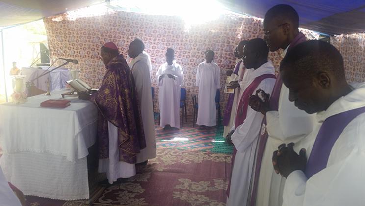 JMJ 2017 A L'AUMONERIE SAINT-AUGUSTIN DE L'UGB : Monseigneur Ernest SAMBOU satisfait de l'organisation en parlant de JMJ « extraordinaires »