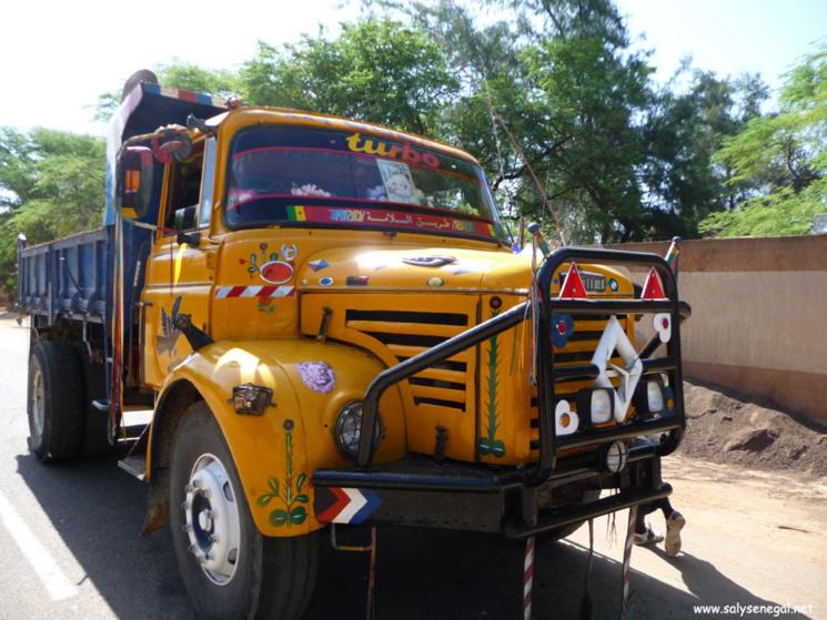 DRAME À CORNICHE : Un camion percute un passant. Le conducteur  n'a pas de permis.