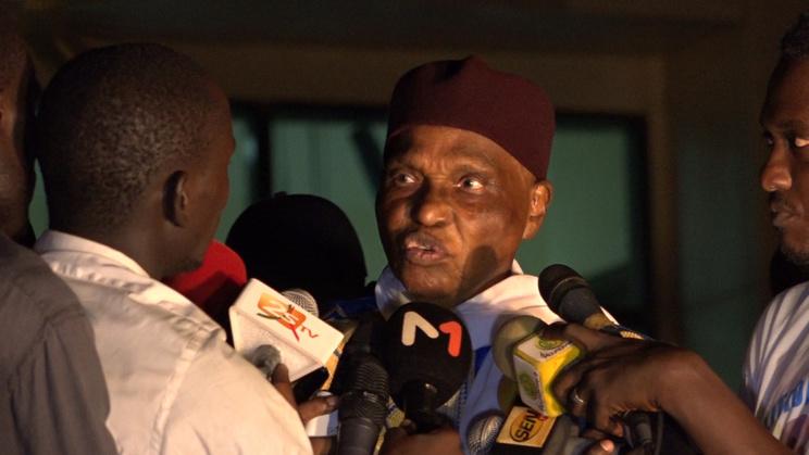 """Me WADE à son arrivée à DAKAR  : """" si Macky Sall veut, je lui prête mon avion afin que lui et ses proches n'assistent pas à sa défaite """""""