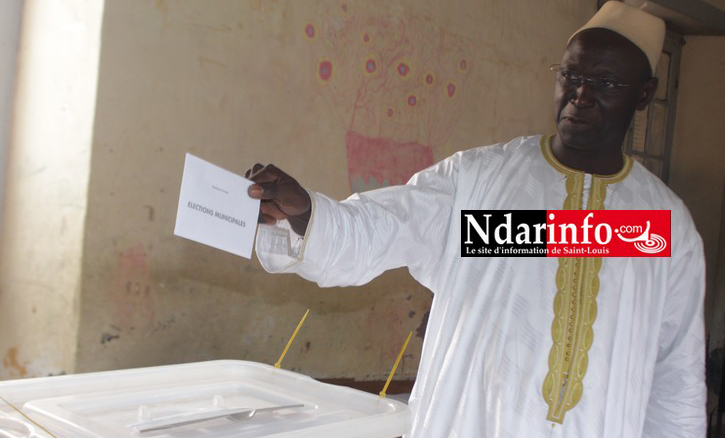Abdel Kader NDIAYE lors de son vote aux municipales de Juin 2014