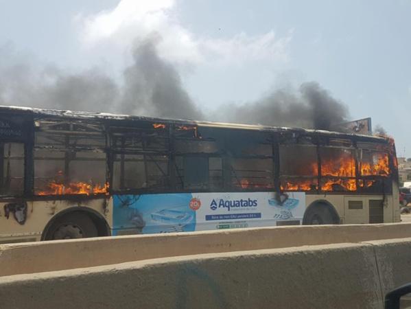 Un bus de Dem Dikk vandalisé : Des témoins racontent la scène, la société porte plainte