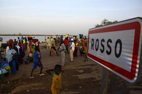 Refoulé de la Mauritanie, un Nigérian en colère poignarde un policier sénégalais.