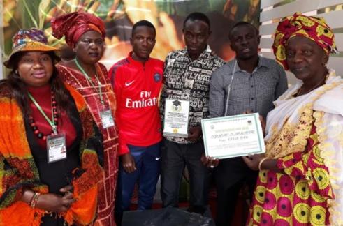 Foire de Dakar : La rizicultrice Korka DIAW décorée de diplômes d'honneur d'Université et d'association