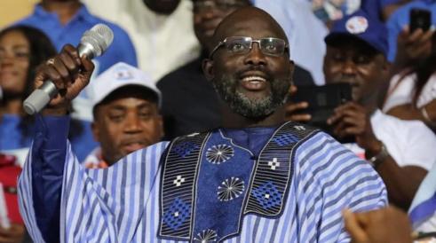 Liberia : l'ex-footballeur George Weah remporte largement le second tour de la présidentielle
