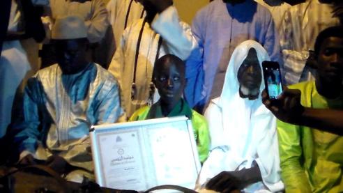 LOUGA: Accueil triomphal nocturne au surdoué coranique Moustapha DIA ( vidéo)