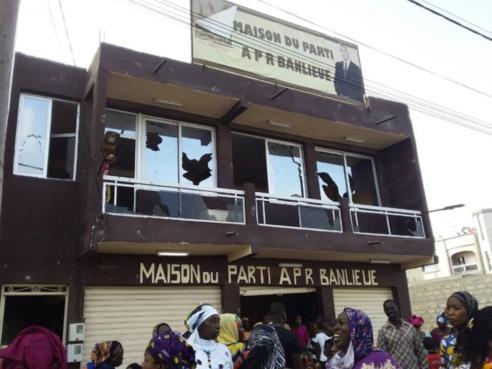 Saccage du siège communal de l'APR : Le Maire Abdoulaye Pouye et ses partisans s'en prennent aux symboles du parti à Mbao.