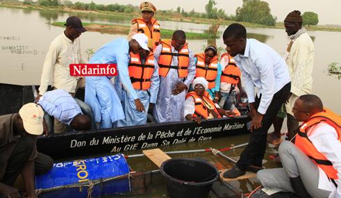 Renforcement de la pisciculture à GAYA : Oumar GUEYE remet 14 nouvelles cages aux femmes, 2 pirogues et 20 gilets de sauvetage (vidéo)