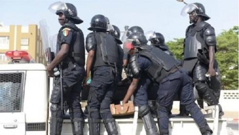 Un important dispositif sécuritaire déployé devant le ministère de l'Intérieur
