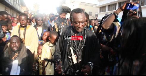 Maggal des 2 raaka : le discours de Serigne Mame Mor MBACKE, la prière dans le palais du Gouverneur, la grosse affluence … (vidéo)