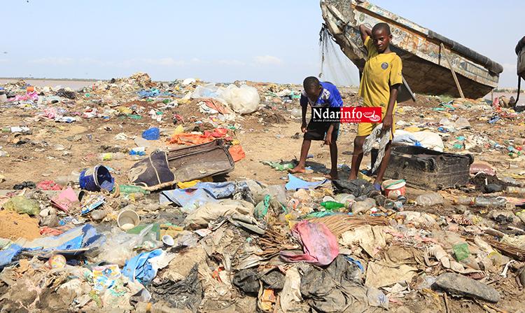 Berges sales à Goxu Mbacc : des jeunes barrent la route. Le Préfet interpelle la Commune
