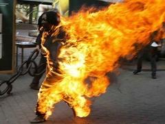 Un ex-militaire tente de s'immoler par le feu