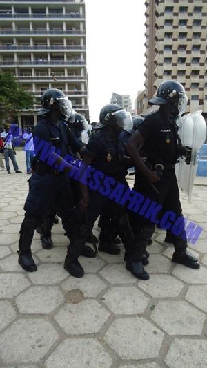 """[Vidéo]  - Direct Place de l'Indépendance : Thiat du groupe Keur Gui embarqué comme un """"gibet"""" par la police"""