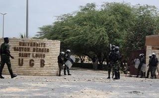 UGB: La guerilla universitaire a barré la circulation et blessé grièvement un gendarme