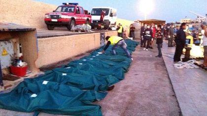 Italie: vingt-cinq migrants retrouvés morts à bord d'un bateau