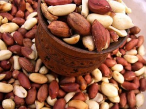 Découverte: La fine pellicule rouge de l'arachide prévient les crises cardiaques, cancers et AVC !