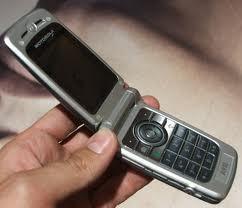 Insolite: Il vole telephone portable du patron des policiers