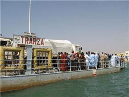 Des centaines de Sénégalais, en partance pour fêter la Korité à Nimzatt, bloqués à Rosso Mauritanie.