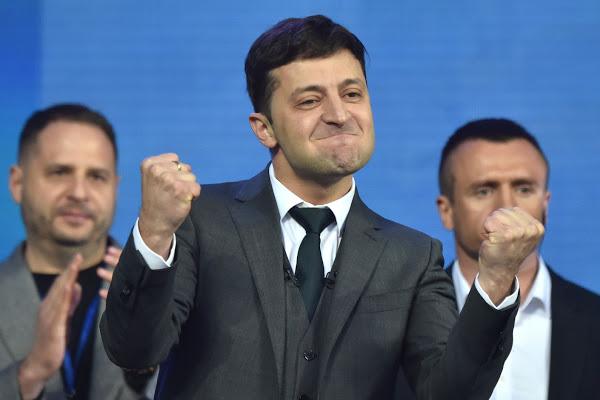 Ukraine : le comédien Zelensky élu président avec 73% des voix