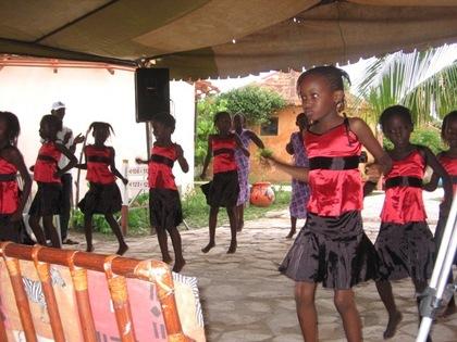 Activités de vacances : Le CDEPS de Saint-Louis organise un camp de vacances pour les enfants déshérités au Bloc scientifique.