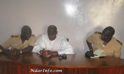 De Gauche à droite: le Préfet, le Ministre Thierno Lo et le Gouverneur