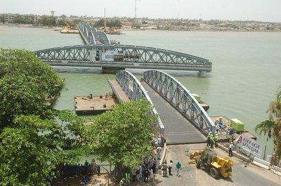 Eiffage soulagé par le déroulement ''sans grave accident'' des travaux du pont Faidherbe