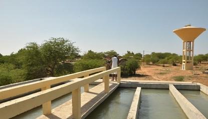 Mbakhana la source : de l'usine des eaux à la station d'eau potable