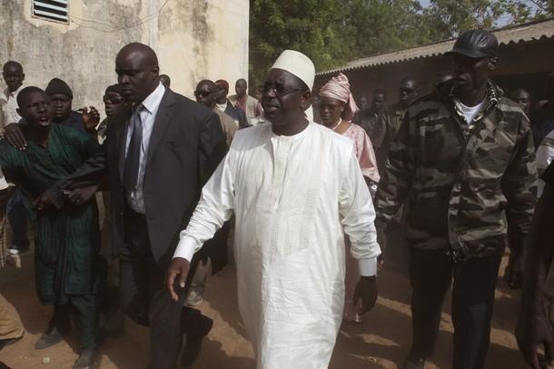 Touba : le cameraman du Khalife rudoyé par les gardes de Macky Sall