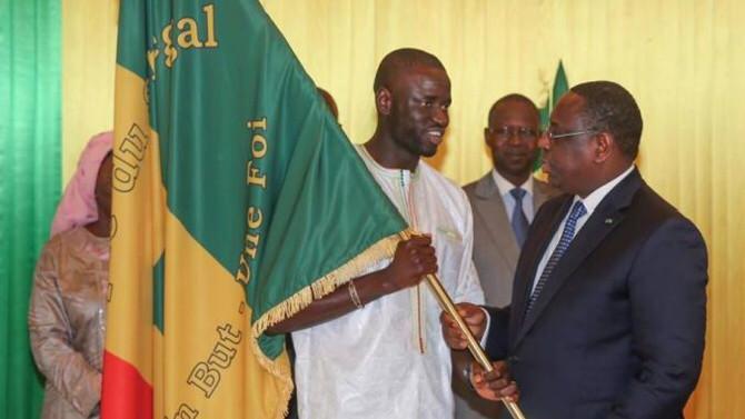 """Macky Sall félicite les """"lions"""" de football: """" Toute la Nation est fière de vous"""""""
