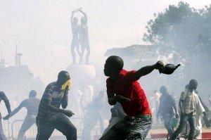 [ AUDIO ] Derniere minute: Échauffourées à l'hôtel de ville de Dakar entre policiers et jeunes de l'opposition