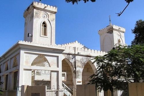 L'Histoire de la cloche de la grande mosquée de Saint-Louis, la canne d'El hadji Oumar Foutiyou Tall