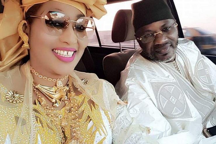 """La femme du ministre-conseiller Askia Touré répond à ses détracteurs: """"J'ai toujours porté des boubous de valeur et de l'or..."""""""
