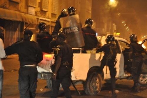 Flash info: Fortes émeutes aux Parcelles Assainies: le correspondant de l'Agence France Presse bastonné