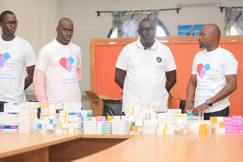 LUTTE CONTRE LES MALADIES NON TRANSMISSIBLES : ECOBANK/Saint-Louis offre des lots de médicaments à l'hôpital régional (photos)