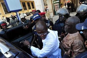Place de l'Indépendance: Cheikh Bamba Dièye brutalisé sauvagement par les policiers