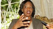 """""""Awa Ndiaye, Aida Mbodj et Ousmane Ngom sont en train de confectionner des cartes d'électeurs"""", déclare Zahra Iyane Thiam"""
