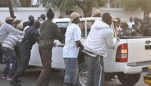Saint-Louis : Un pécheur légèrement blessé lors d'affrontements entre des partisans de Braya et gardes de Macky