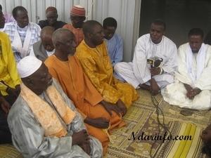 Saint-Louis : Me Ousmane Ngom offre mille mètres carrés de tapis à la grande mosquée mouride de Léona