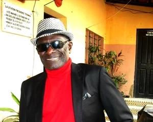 Trois questions à Alioune Badara Diagne « Golbert » Artiste-comédien-Compositeur « Ce sont les politiciens qui jouent au théâtre mais nous, nous éduquons »
