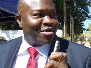 Me Alioune Badara Cissé est le Ministre des Affaires Etrangères