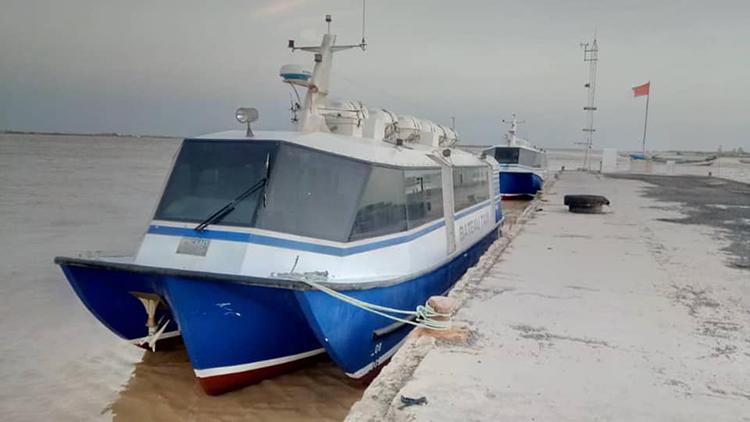 Cédés à la Comune de Saint-Louis par le COSEC,  pourquoi les 2 bateaux-taxis ne circulent toujours pas ...